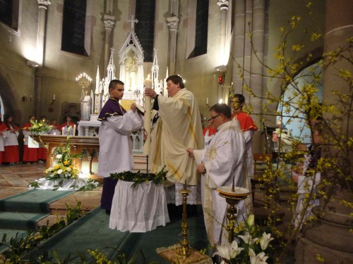 cérémonie de Pâques à l'église