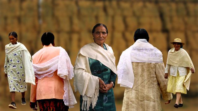 Les femmes de la capitale avec leur lamba, Madagascar