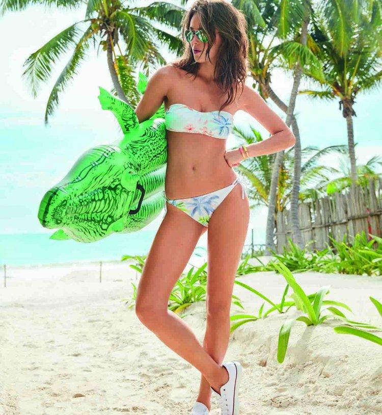 femme avec maillot de bain 2 pièces tendance 2016