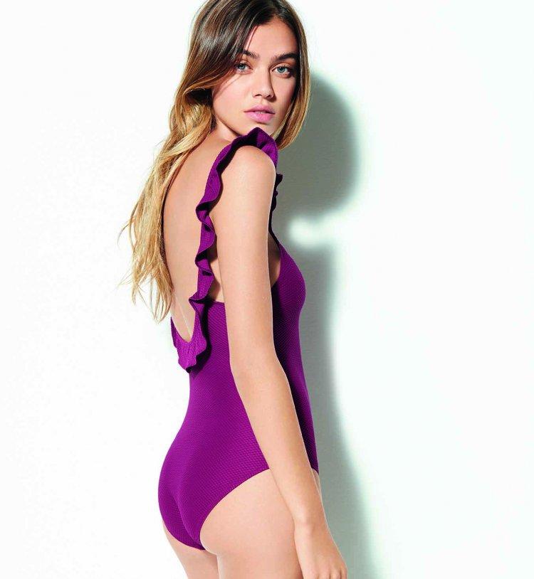 femme avec maillot de bain une pièce tendance 2016