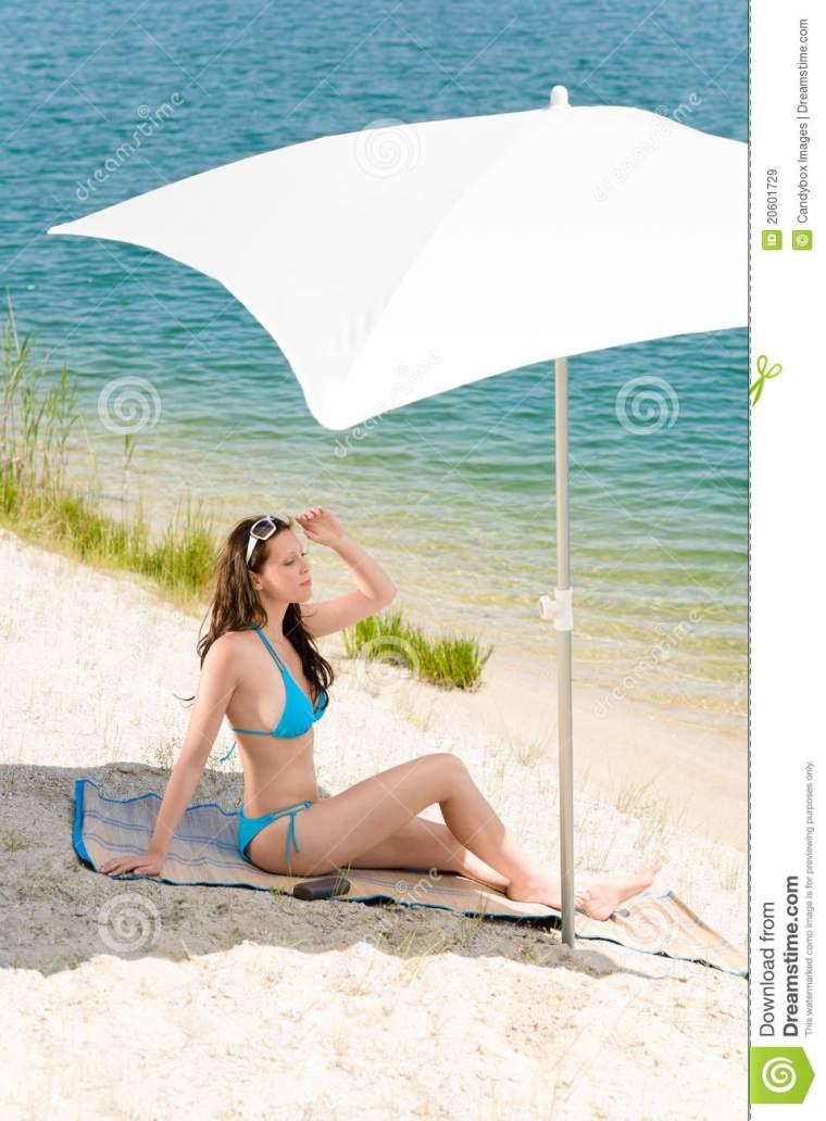04f157daf23fac 11 must-have de l été pour aller lézarder en toute beauté à la plage ...
