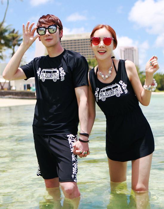 Tenue de couple assortie t-shirt juste au corps