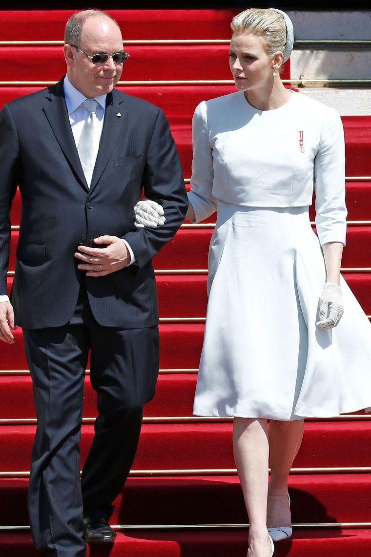 tenue royale pouvant vous donner une idée