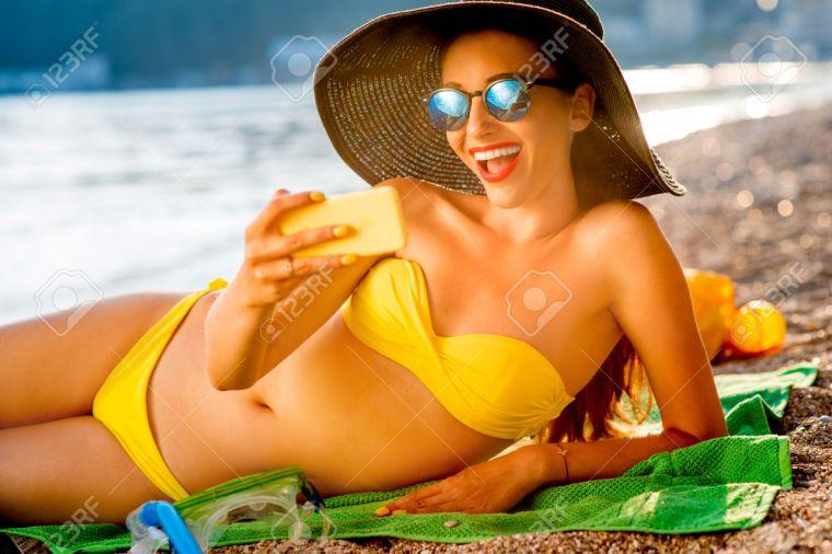 c8e5a76e4c24e4 Pour pas que j oublie, même si la serviette de plage ne figure pas parmi  ces 11 must-have de la plage, vous ne devez pas omettre de la glisser dans  votre ...