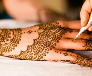 réalisation tatouage au henné