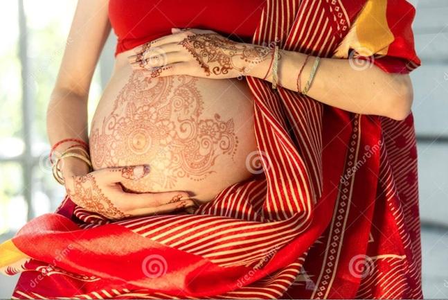 ventre femme tatoué au henné