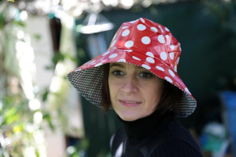 chapeau-de-pluie-sur-a-little-market