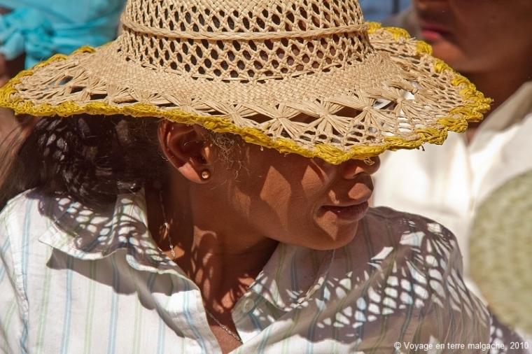 femme-malgache-en-chapeau-de-paille