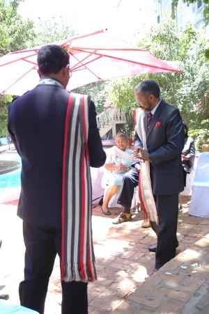 homme-malgache-portant-le-lambasur-mariage-mg