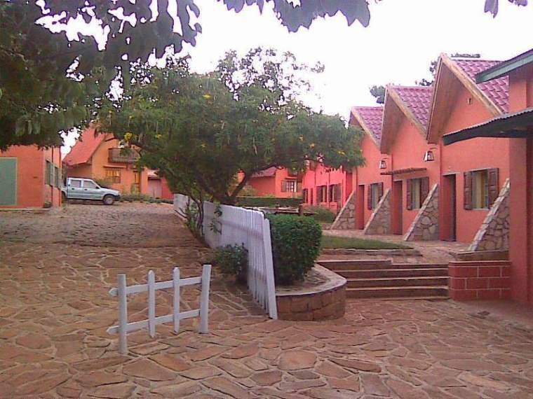 hotel-les-bougainvillees-a-ambalavao-1