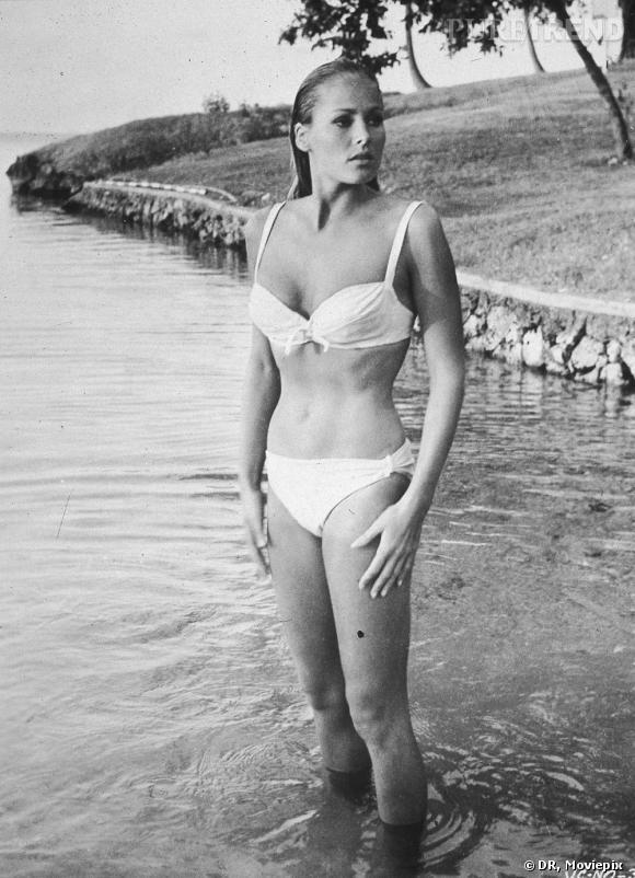 ursula andress en bikini dans le film James Bond 007 contre le Docteur No