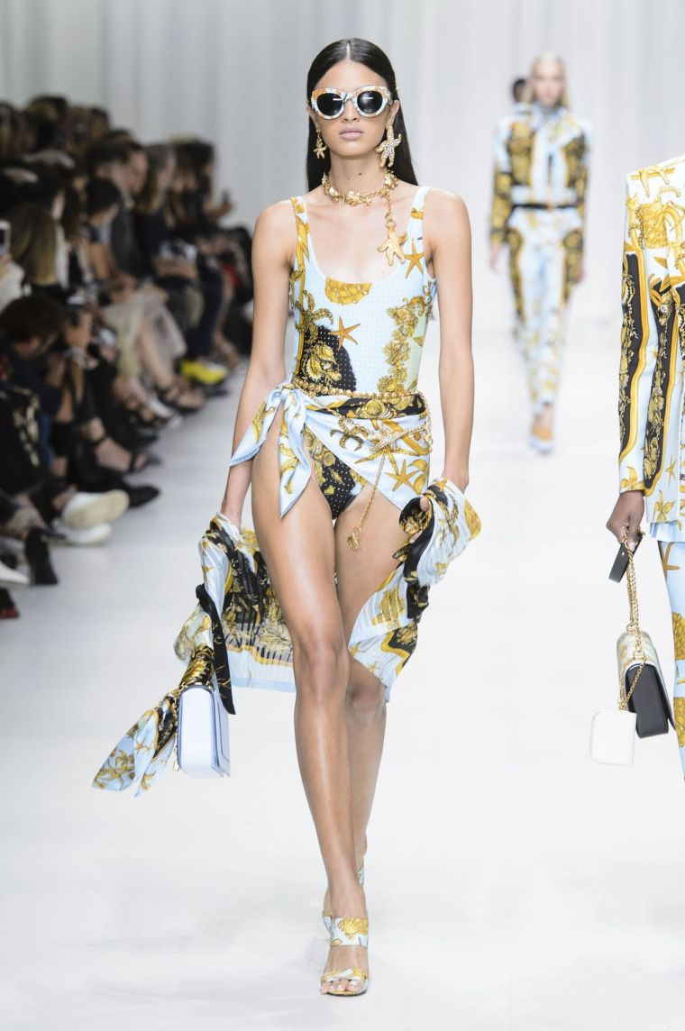 Esprit foulard Versace