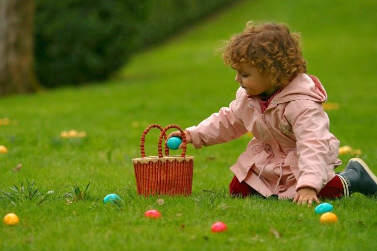 Fêter Pâques en mode confinement_Chasse aux oeufs dans le jardin