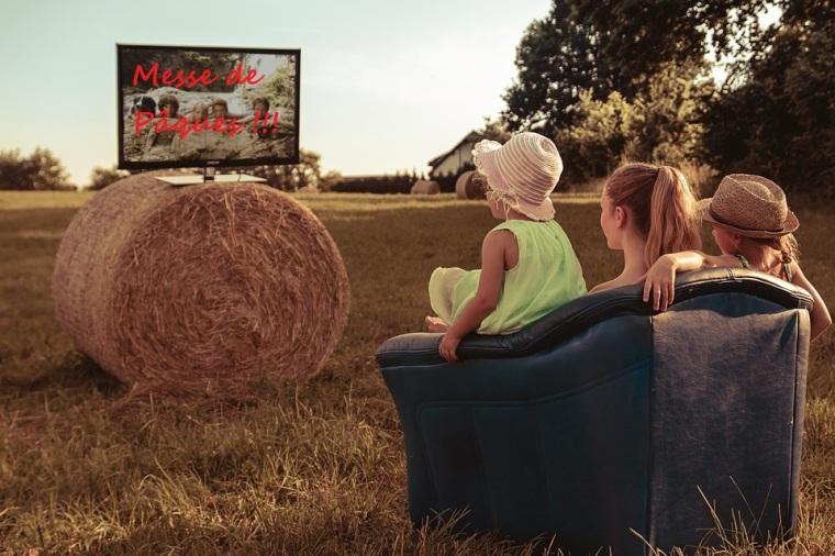 Fêter Pâques en mode confinement_messe devant la télé