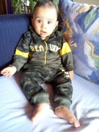 Trop mimi en tenue militaire mon bébé !